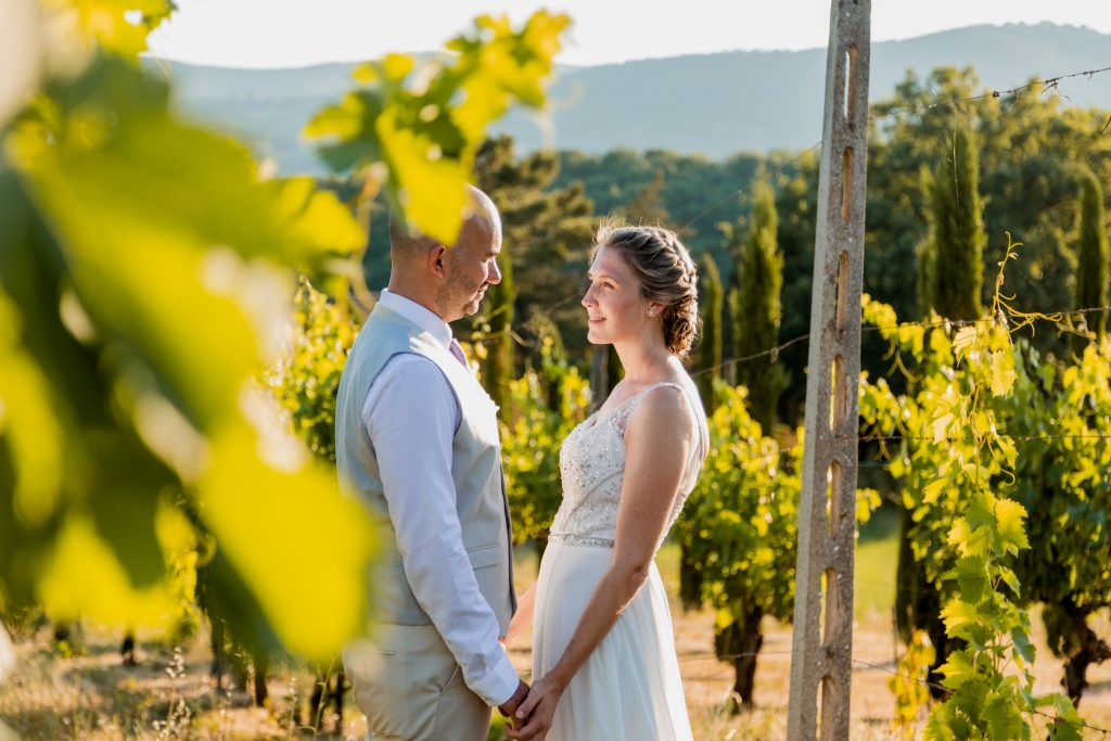 Picture of a bridal couple in the vineyard of the Villa Rey Estate