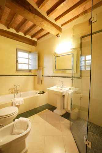 Picture of the bathroom in the junior suite in the main house