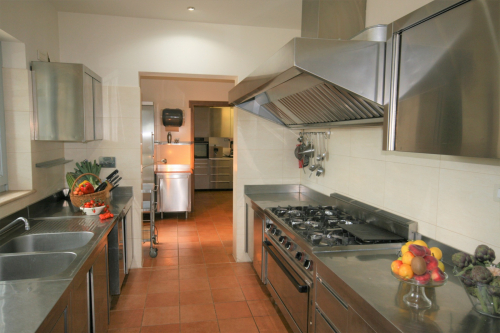 Picture of the fully equipped professional kitchen